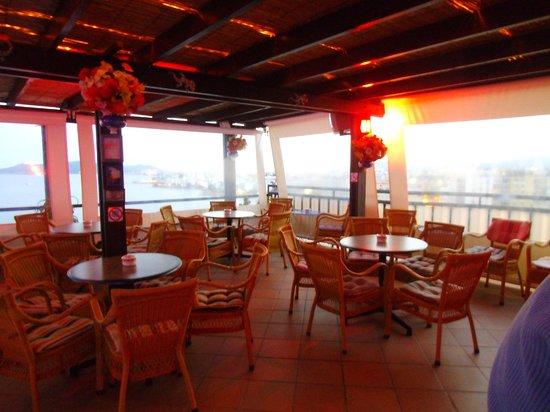 Hotel Cenit: Mirador del Paraiso Pool Bar