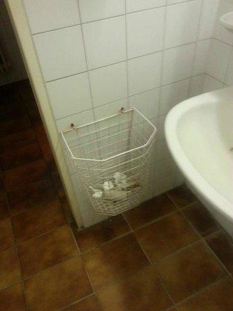 Budai Sport Hotel: Bathroom