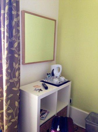 No 32 Hotel : Small room - top floor