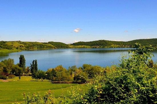 il lago di Martignano a primavera