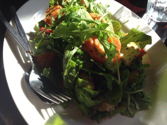 Tom's Kitchen: Veggie and rocket salad