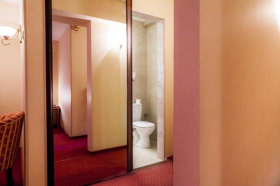 Adria Hotel: Bathroom Junior Suite
