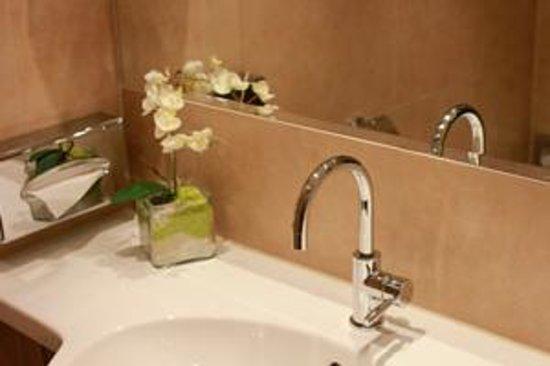 Austria Trend Hotel Ananas: Badezimmer