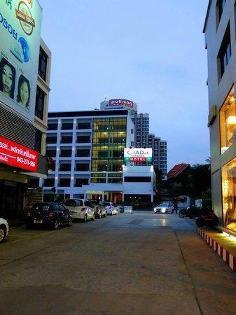 Chada Veranda Hotel: ทางเข้าครับ