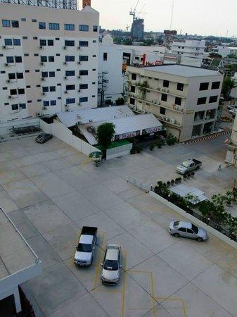 Chada Veranda Hotel: ที่จอดรถ