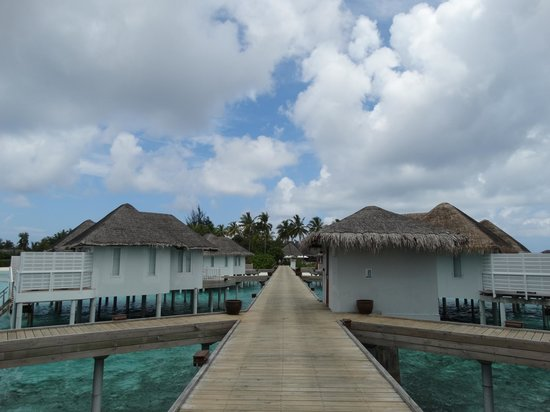 Centara Grand Island Resort & Spa Maldives: Walkway to the room