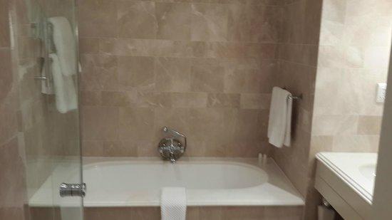 The Oyster Box: decadent tub