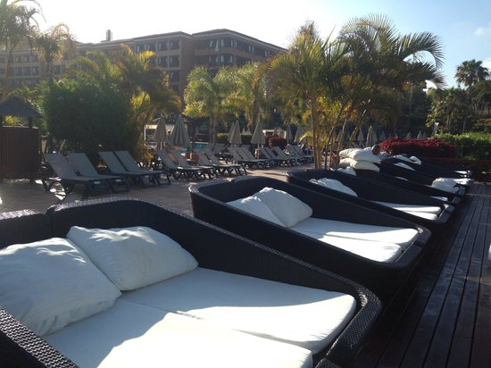 H10 Costa Adeje Palace: Balinese Sun loungers