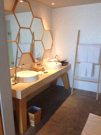 U Paasha Seminyak: Bathroom