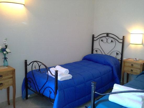 Camera da letto verde - Picture of Baglio Bellavista, Paceco ...