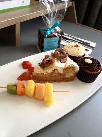 Holiday Inn London - Regent's Park: Lovely birthday cake and treats - thank you!