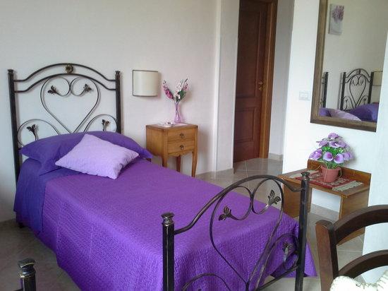 Camere Da Letto Blu : Interno della camera da letto blu e bianca stock images photos