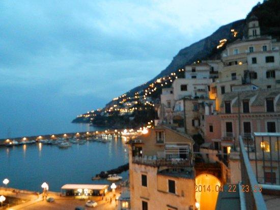 Lidomare Hotel: Вид с террасы вечером