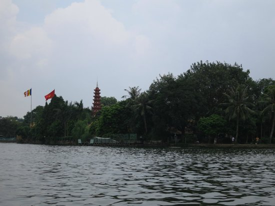 Chua Tran Quoc: the pagoda seen from the lake