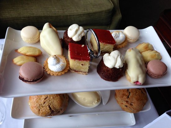 Wivenhoe House: Delicious cakes
