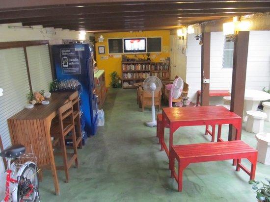 Khaosan Baan Thai: External breakfast and eating area