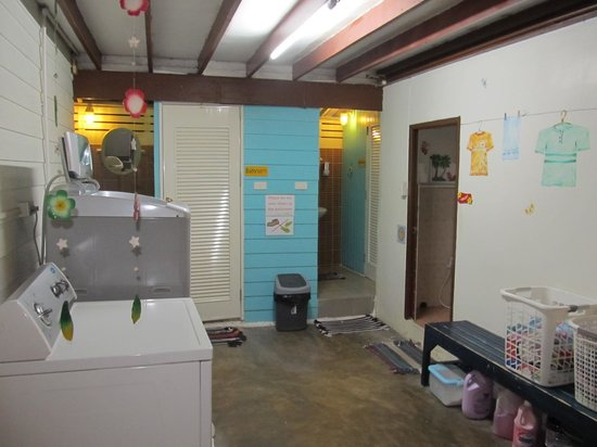 Khaosan Baan Thai: Shower and bathroom facilities area