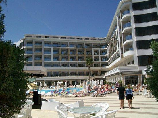 Golden Rock Beach Hotel: de kamers met zeezicht