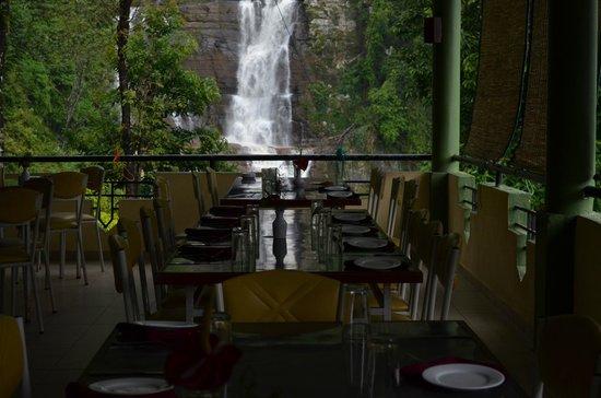 Ramboda Falls Hotel: Ramboda waterfall view in Resturant