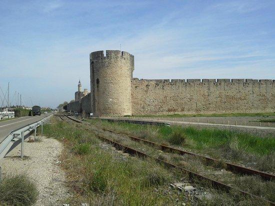 Résidence Odalys Le Mas des Flamants : les remparts