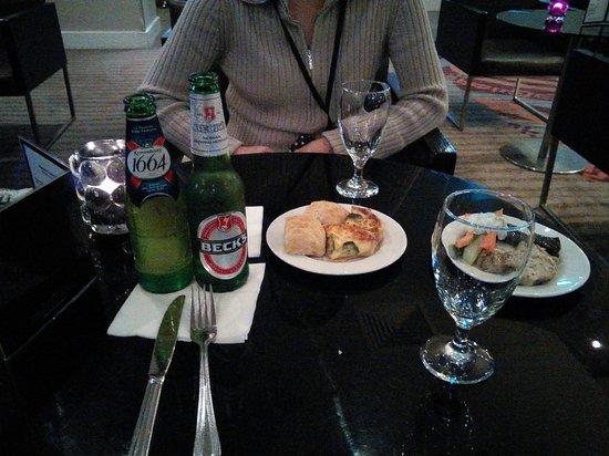 Hilton London Kensington : ラウンジでのカクテルタイム