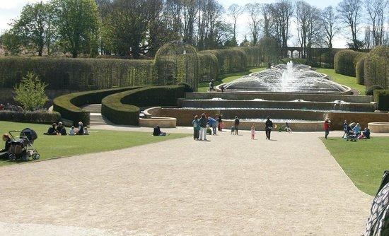 Holly Lodge : Alnwick Garden Fountain