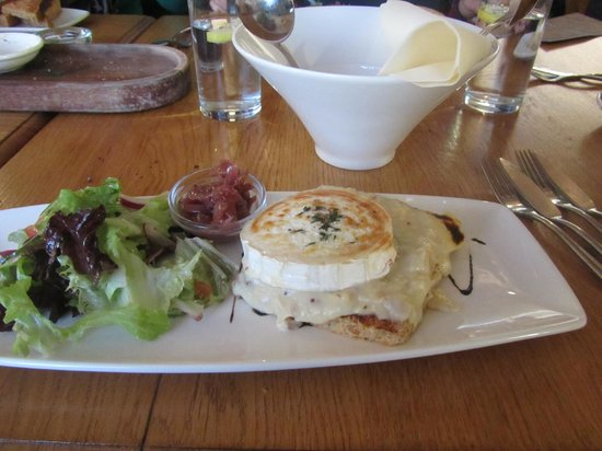 Crab & Winkle Restaurant: Special - Goats Cheese rarebit