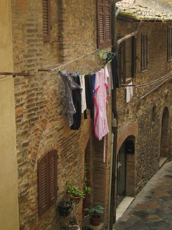 Bettini Aladina Affittacamere: The room overlooks a charming side street