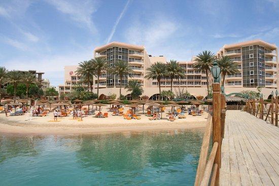 Hurghada Marriott Beach Resort : Пляж и отель