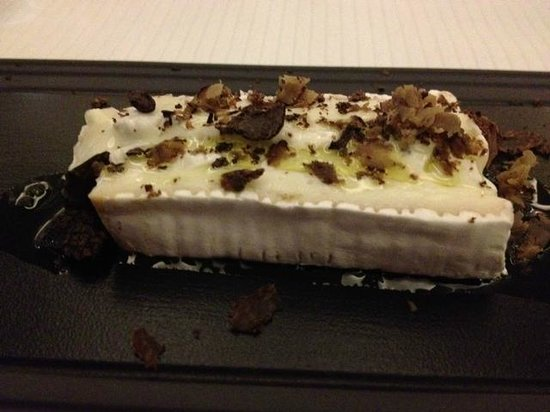 Restaurant Le Serac: Don't miss the oozy truffly cheese course