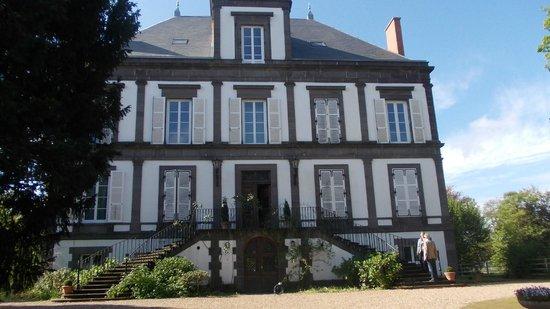 Chambres d'hôtes Manoir de la Manantie : Frontansicht von der Hauptstraße aus gesehen