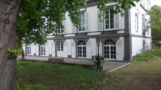 Chambres d'hôtes Manoir de la Manantie : Rückansicht vom Park aus gesehen