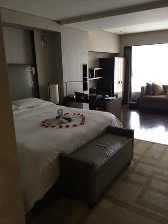 Hilton Beijing Wangfujing: Deluxe Room - Bed