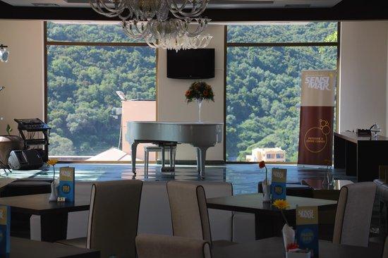 SENSIMAR Grand Mediterraneo Resort & Spa by Atlantica: Piano bar and lounge