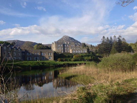 Ballynahinch Castle Hotel : vista dal parco lungo il fiume