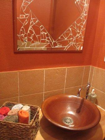 L'Helianthe : Adorable bathroom
