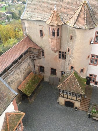 Burg Ronneburg: View of the courtyard
