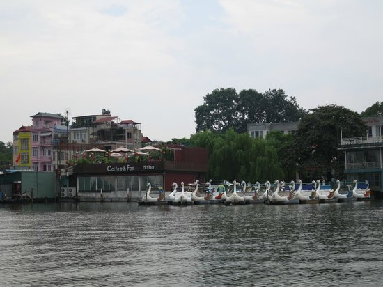 West Lake : a view from the boat