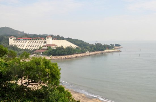 Grand Coloane Resort Macau : Looking back at the hotel from hiking trail