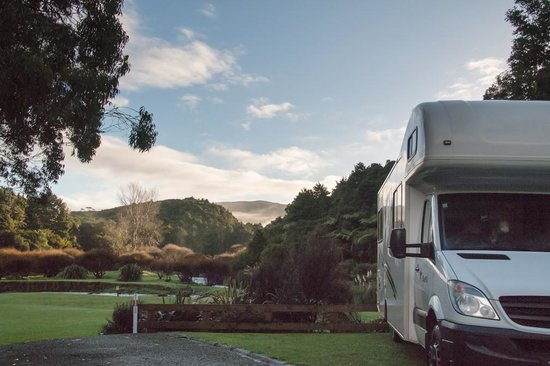 Kauri Coast Top 10 Holiday Park: What a back-drop!