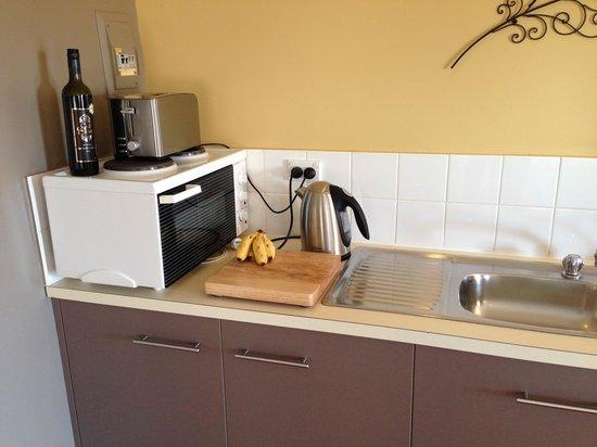 SummerHills Retreat Byron Bay: Electric cooker