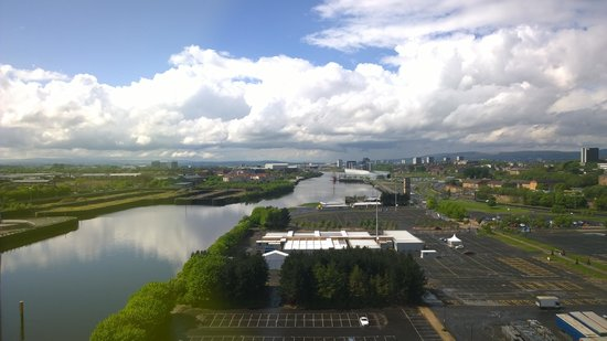 Crowne Plaza Glasgow: Westward view from 14th Floor