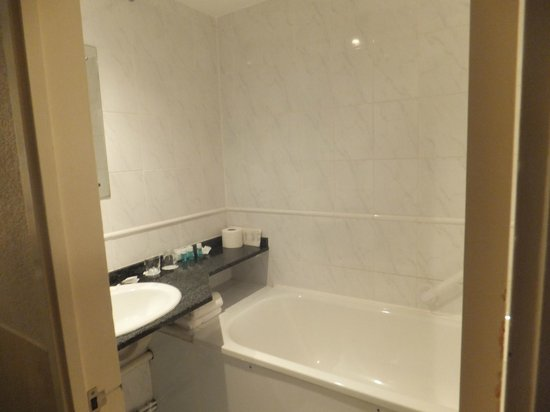 Central Park Hotel: Bathroom