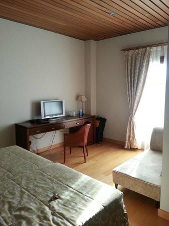 Hotel de Bodegas Hacienda Albae: Zona TV