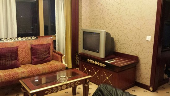 Salvo Hotel Shanghai: Living area...Suite room