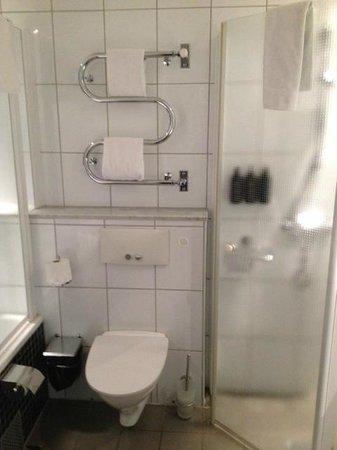 Nordic Light Hotel: Bathroom
