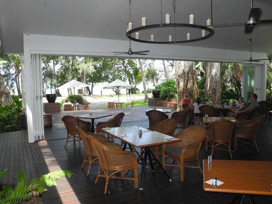The Reef House Palm Cove - MGallery Collection: Dining room looking out