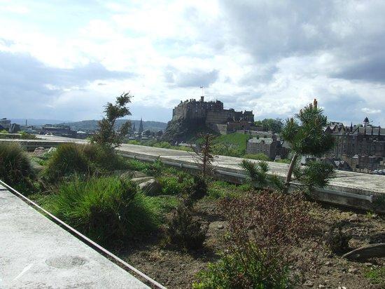 Museo Nacional de Escocia: View of the Castle fron the roof garden