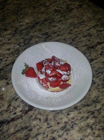 Da Romeo: pasta frolla e crema di nostra produzione guarnite da deliziose fragole.
