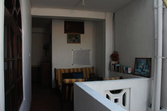 Thenu Rest Guest House: Reading area on the 1st Floor